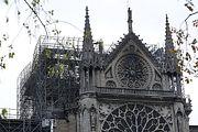 Отказавшись от вертолётов, пожарные спасли Собор Парижской Богоматери и терновый венец Христа