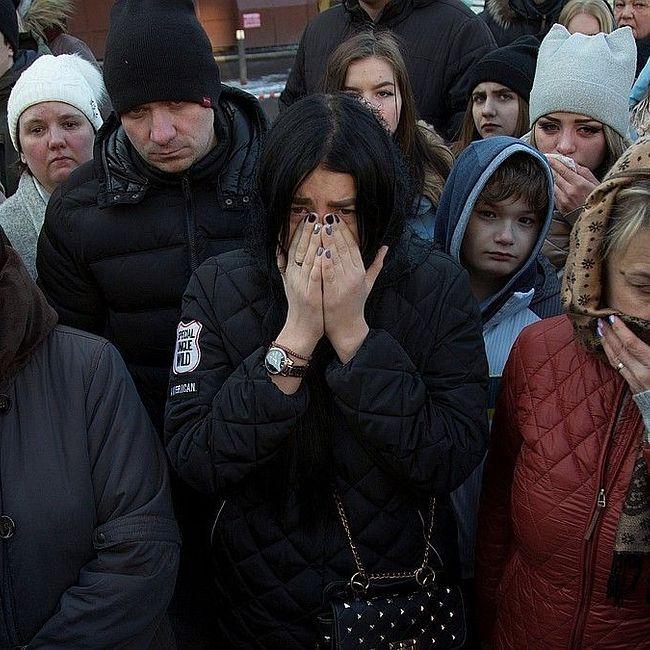 В Кемерове начали хоронить погибших во время пожара