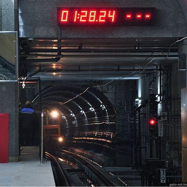 Часы и время в метро