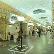 Москва таинственная: Откуда в метро военного времени - мирный трактор и от чего спасет гермозатвор