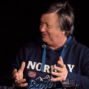 Александр Чирцов отвечает на вопросы зрителей и задает вопросы Богу