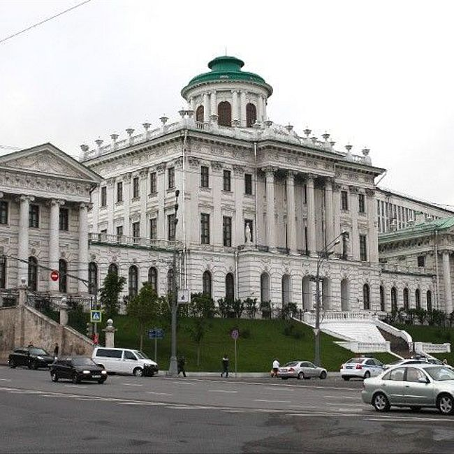 Москва таинственная: подземные ходы Пашков-дома, проклятие Баженова и клятва на балконе с видом на Кремль