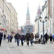 Москва таинственная: почему в сквере на Никольской никто не может сидеть и как эта улица стала первой во всем