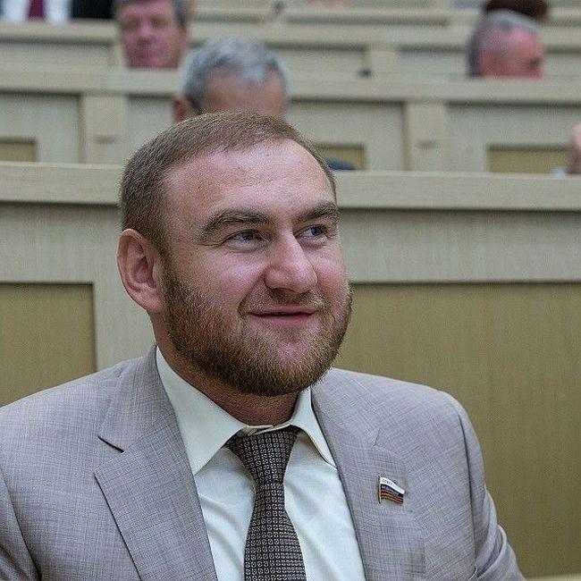 У сенатора Арашукова изъяли сабли и золотые слитки, а Кокорина с Мамаевым могут уже завтра освободить