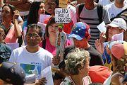 Венесуэла раскололась на два лагеря, а в России ограничили размер процентов по потребительским кредитам