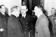Молотов, на минуту, единственный человек, на которого Гитлер не нашел управу