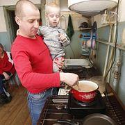 У мужчин меняются приоритеты: В России каждый четвертый хочет оставить работу и посвятить себя дому