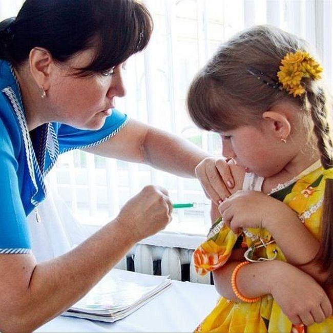 Надо ли делать прививки: за и против