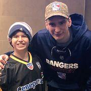 Русский хоккеист довел до слез американского мальчишку