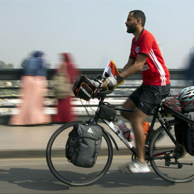 Египтянин отправился на ЧМ в Россию на велосипеде