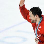 Золотая медаль хоккеиста перешла духовнику Поклонской