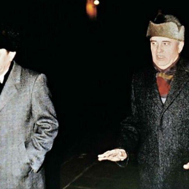 Горбачев после отставки уходил из Кремля пешком