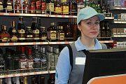 """Дмитрий Песков ответил """"Комсомолке"""", ждать ли в России дефолта, а Госдума не стала запрещать россиянам употреблять алкоголь с 18 лет"""
