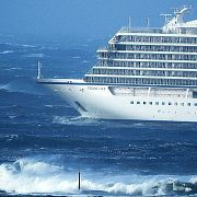 Темы дня : В Норвегии спасли терпящий бедствие лайнер, а Федор Конюхов пережил 12-балльный шторм