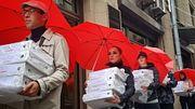 В администрацию президента принесли миллион подписей против пенсионной реформы