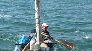 Пограничники выловили мужчину, плывущего в Крым на плоту из бутылок